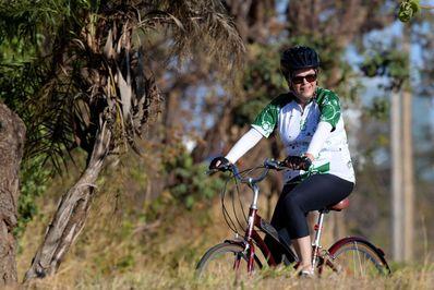 رئیس جمهور پیشین برزیل در حال دوچرخه سواری در اطراف شهر