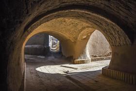 ساباط بزرگ «روستای تاریخی بیابانک» با ۵ گذرگاه و معماری بسیار زیبا یکی از مهمترین بناهای تاریخی روستا به شمار میآید. این ساباط به 5 محلهی روستا دسترسی دارد.