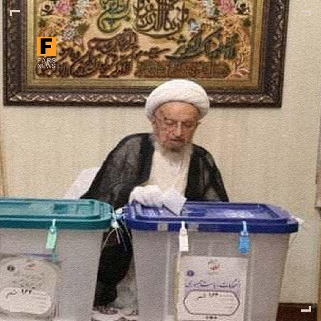 آیتالله مکارم شیرازی رای خود را به صندوق انداخت