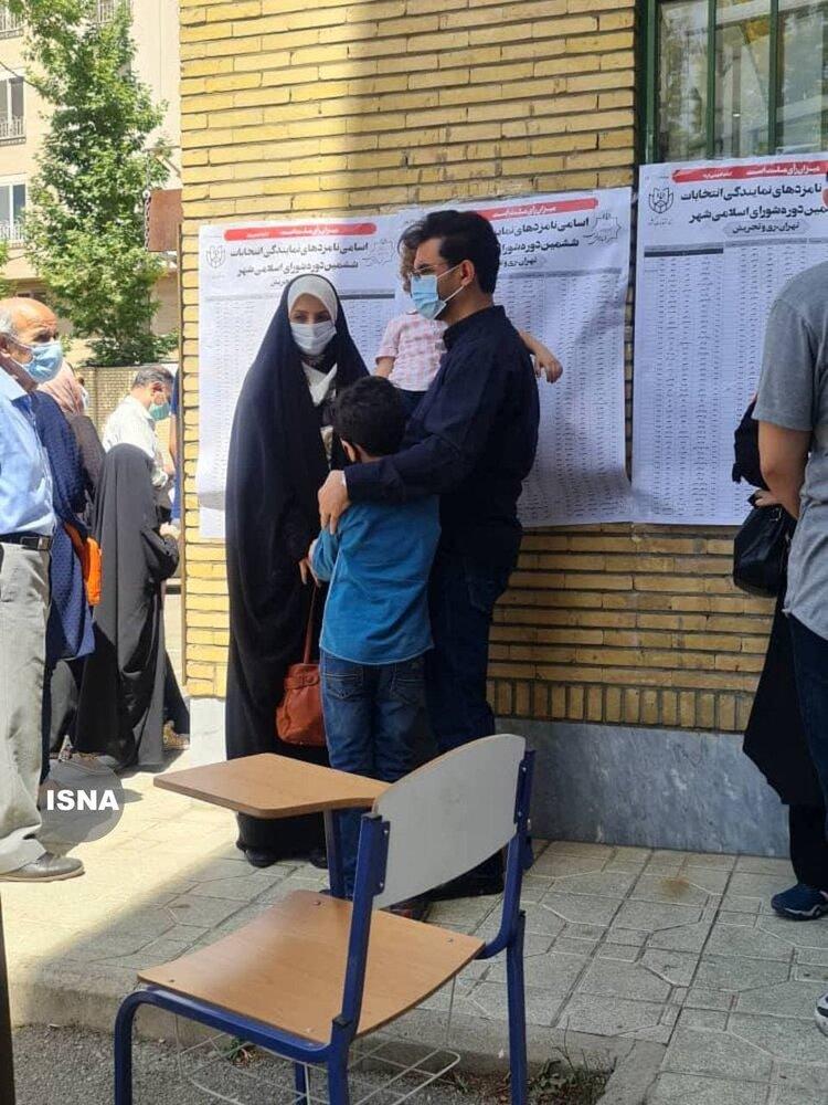 آذری جهرمی به همراه همسر و فرزندانش در صف انتخابات