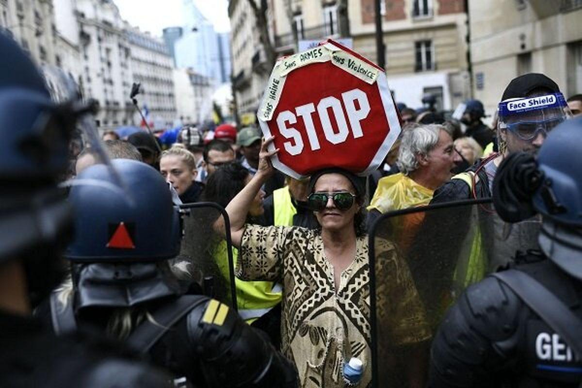 فرانسویها به خیابان ریختند