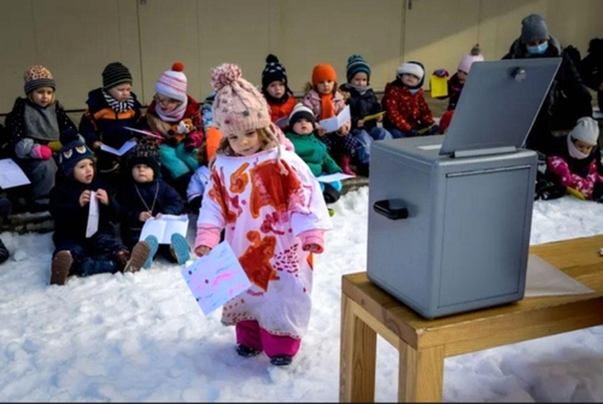 آموزش مفاهیم دموکراسی در مهد کودکی در سوئیس+عکس