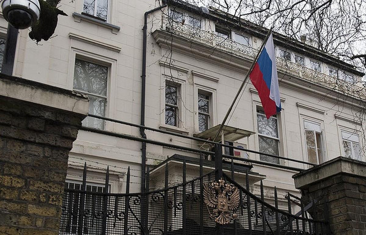 واکنش سفارت روسیه به عکس عجیب سفیران روسیه و انگلیس + عکس