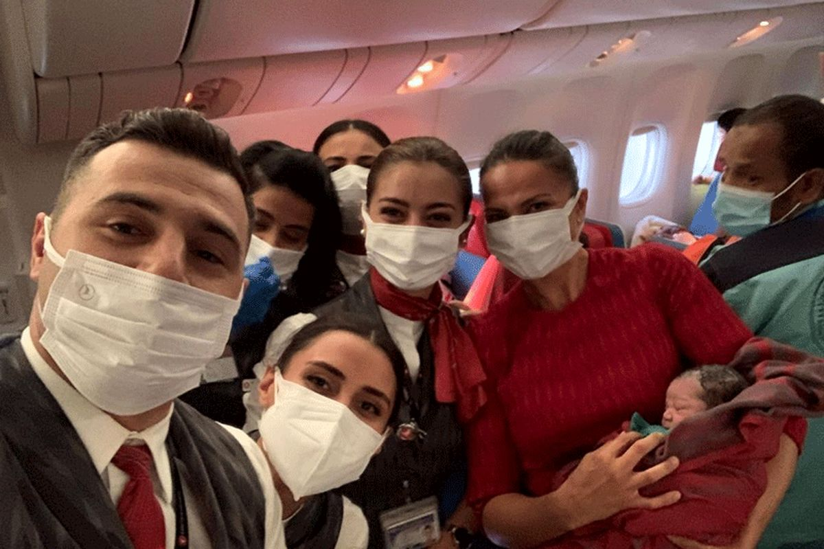 تصاویر تولد نوزاد افغانستانی در هواپیمای مهاجرت به لندن