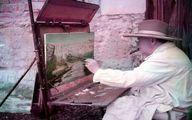 عکسی از وینستون چرچیل در حال نقاشی