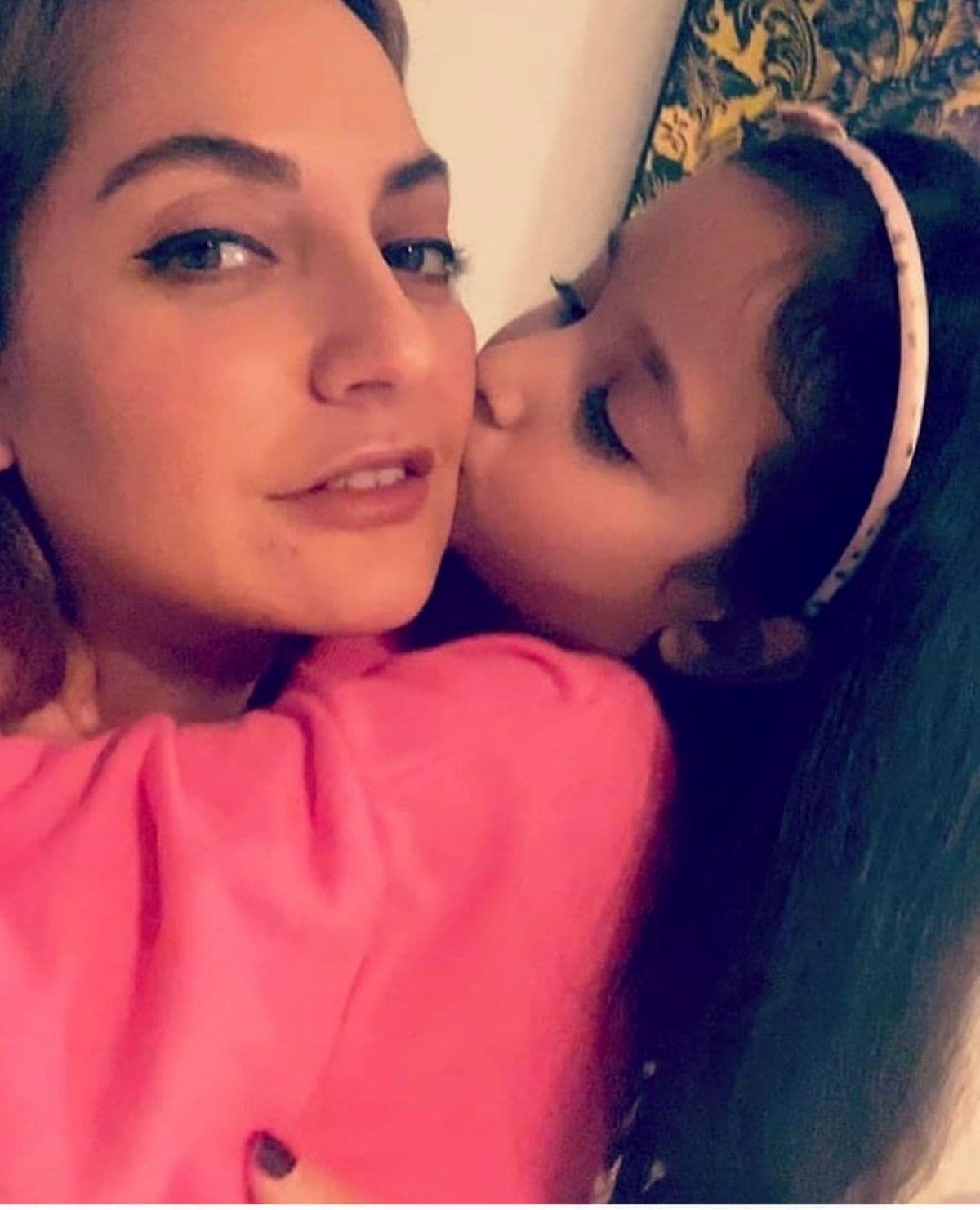 عکس دیده نشده مهنازافشار و دخترش
