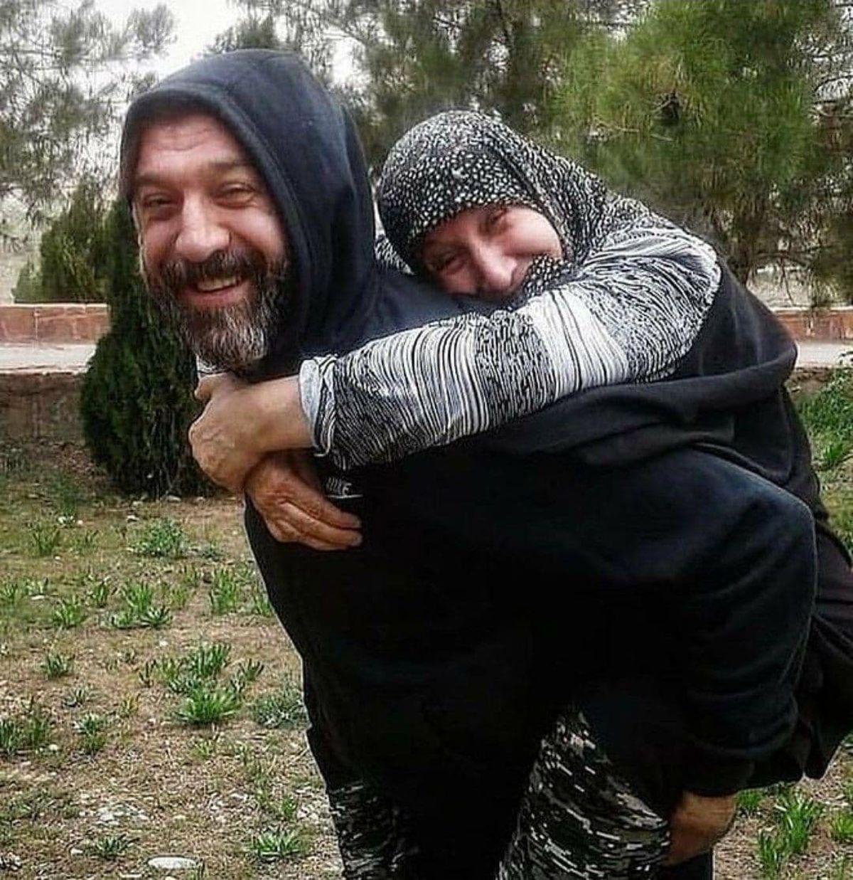 عکس دیده نشده از علی انصاریان و مادرش