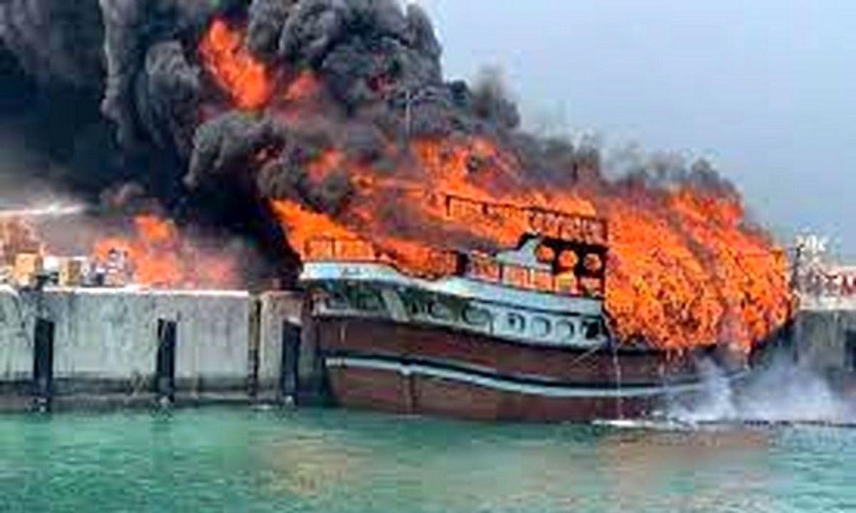 اولین تصاویر از آتش سوزی در شناور پشتیبانی نیروی دریایی ارتش + جزئیات
