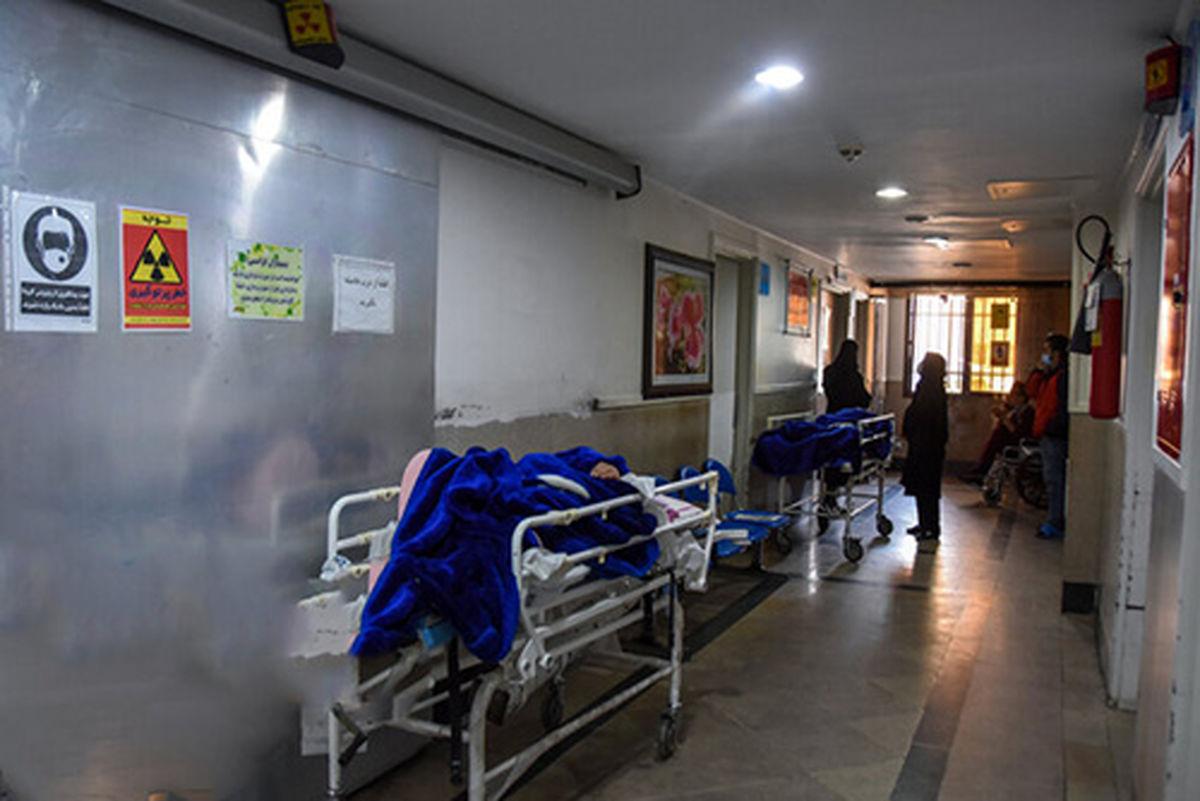 اسکان بیماران کرونایی در راهروهای بیمارستان دزفول+عکس