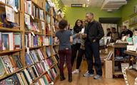 اوباما و دو دخترش در کتابفروشی/تصاویر