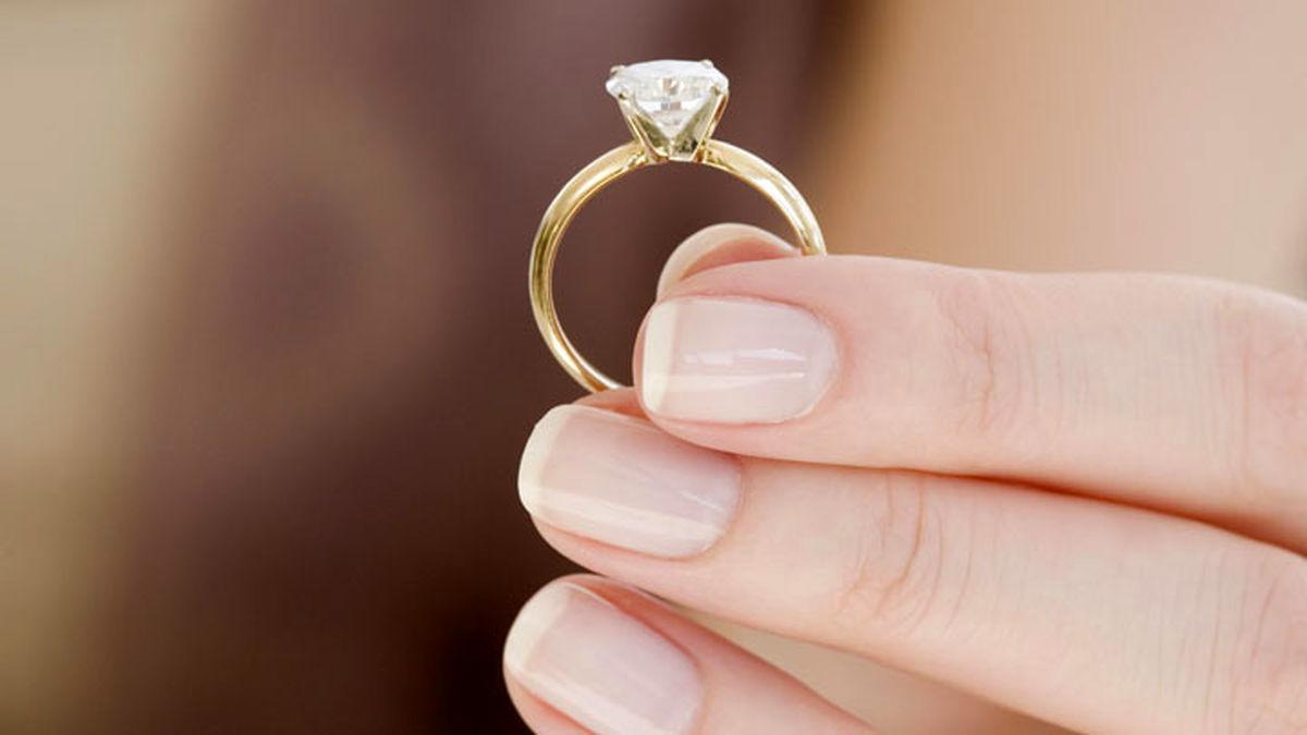 زوجهای جوان تنها حلقه طلا میخرند