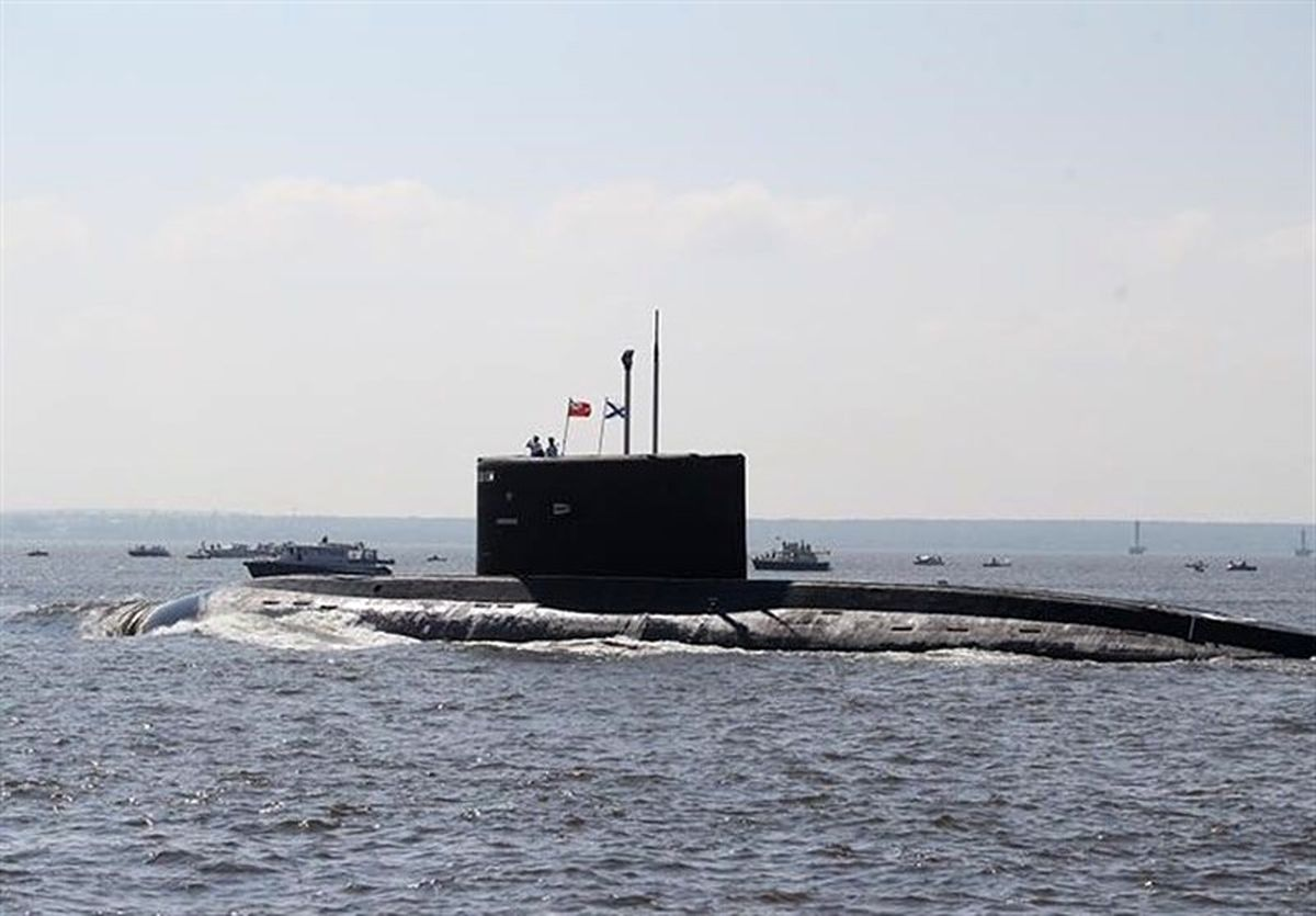 تصاویر رهگیری زیردریایی آمریکایی توسط پهپاد ارتش