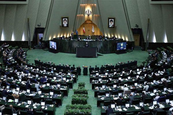بررسی طرح ورود بانوان به ورزشگاه در مجلس