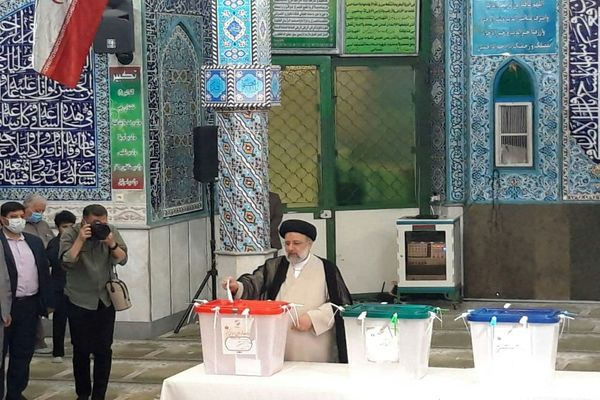 لحظه رای دادن سید ابراهیم رئیسی