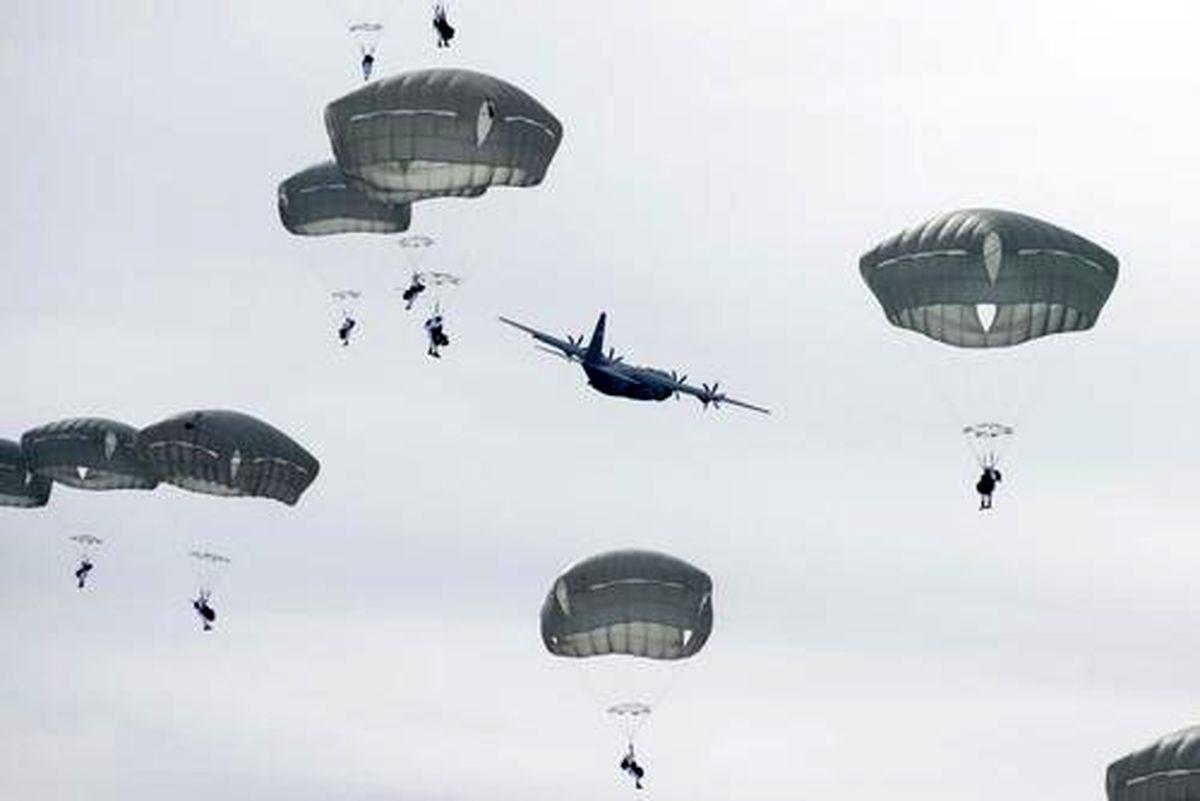 عکس دیده نشده از پرش با چتر نیروهای نظامی ایالات متحده آمریکا