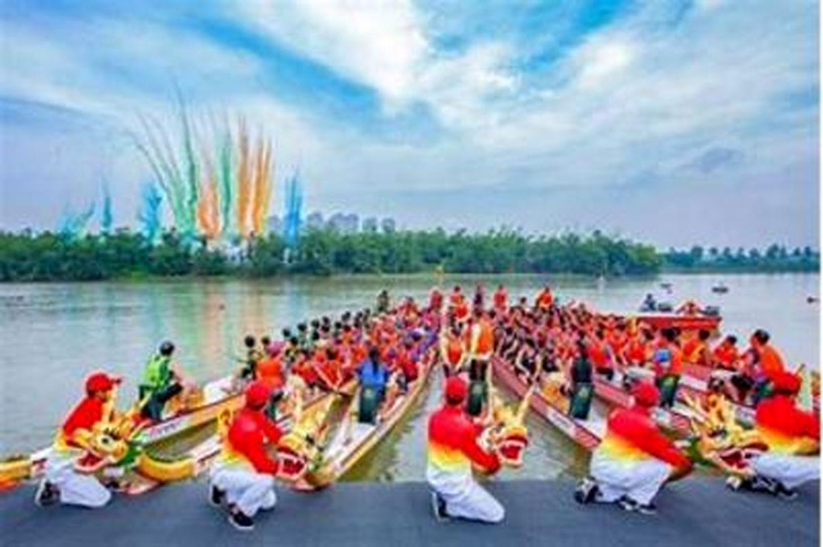 جشنواره سنتی قایقرانی در چین + عکسها