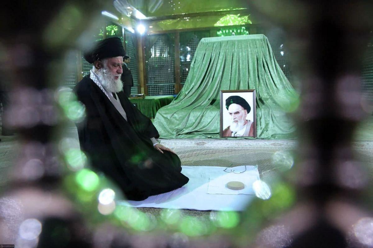 حضور رهبر انقلاب در مرقد مطهر امام (ره) و گلزار شهدا+عکسها