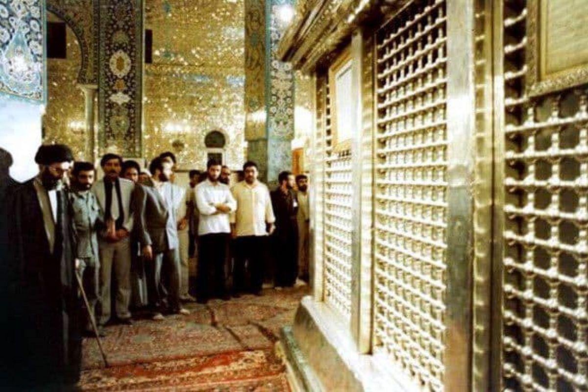 تصویر دیده نشده از تشرف رهبرانقلاب در حرم حضرت زینب(س)
