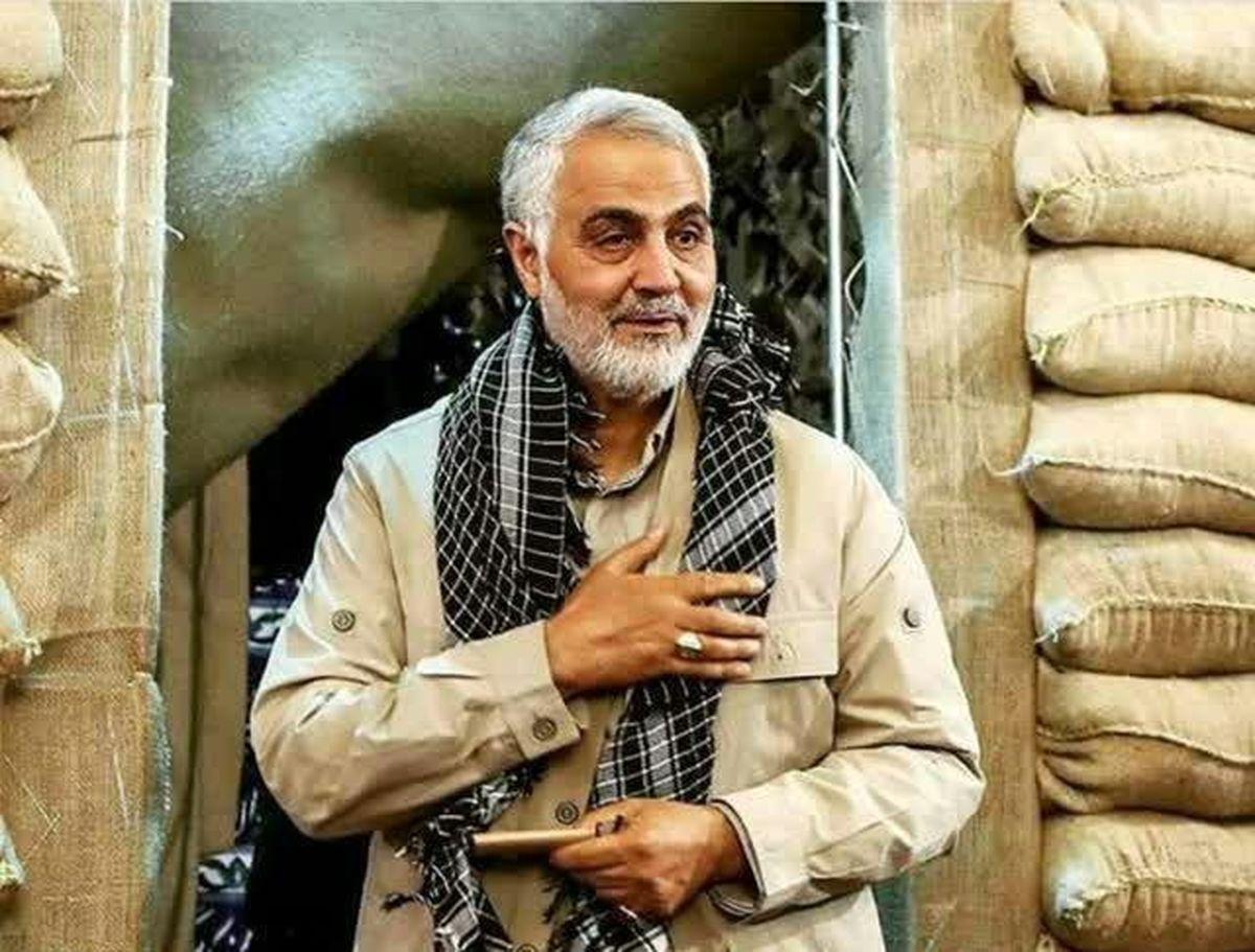 فیلمی دیده نشده از شهید سردار سلیمانی در جبهه های دفاع مقدس