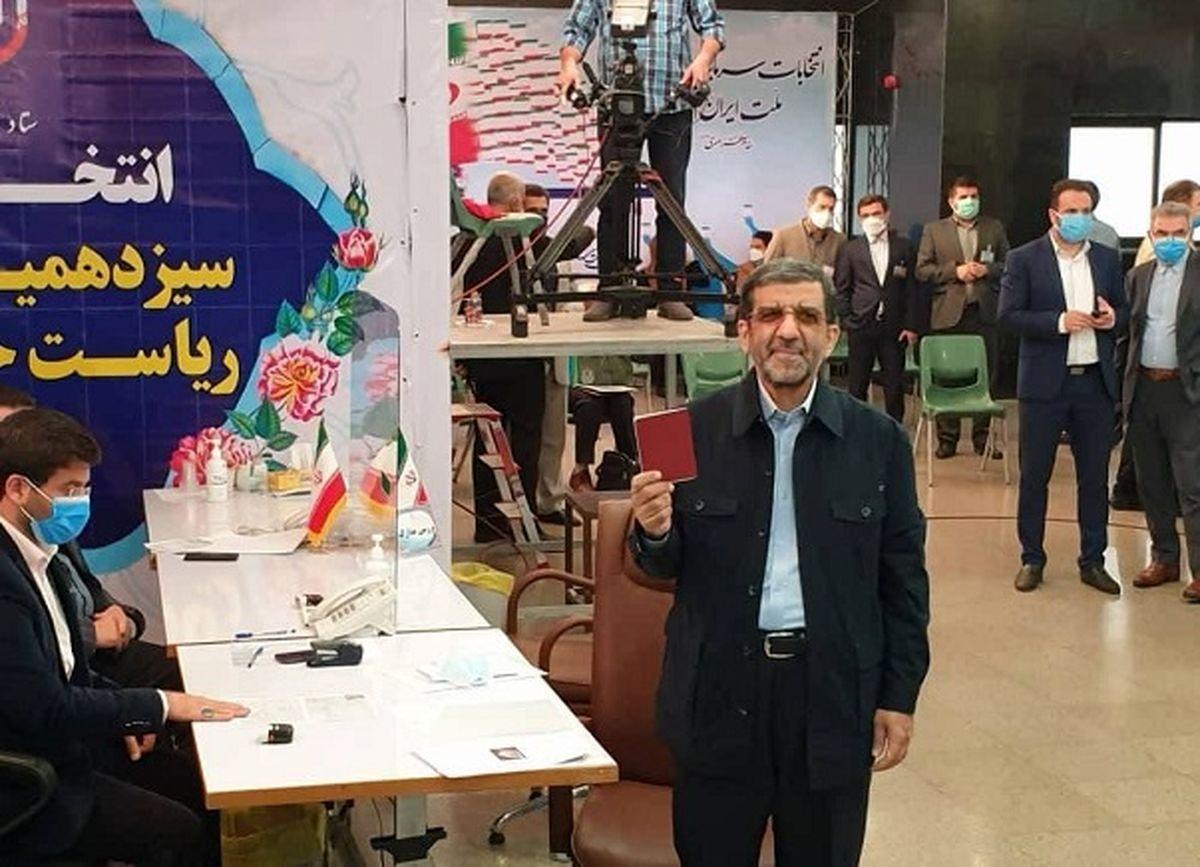 ورود پرحاشیه عزت الله ضرغامی به ستاد انتخابات کشور + فیلم