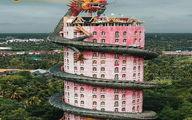 تصویری از برج صورتی در چنگال اژدها