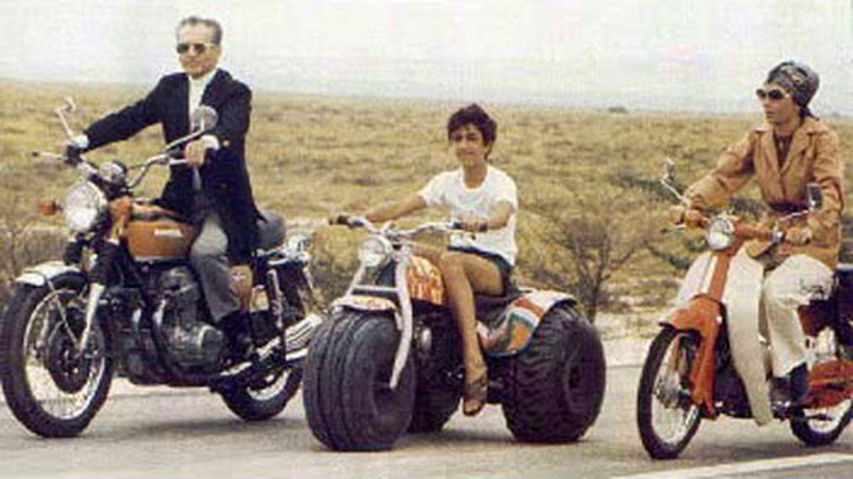 عکس قدیمی و دیده نشده از محمد رضا پهلوی با خانواده