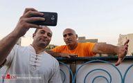 ژست عجیب منصوریان در سلفی با یک هوادار/عکس