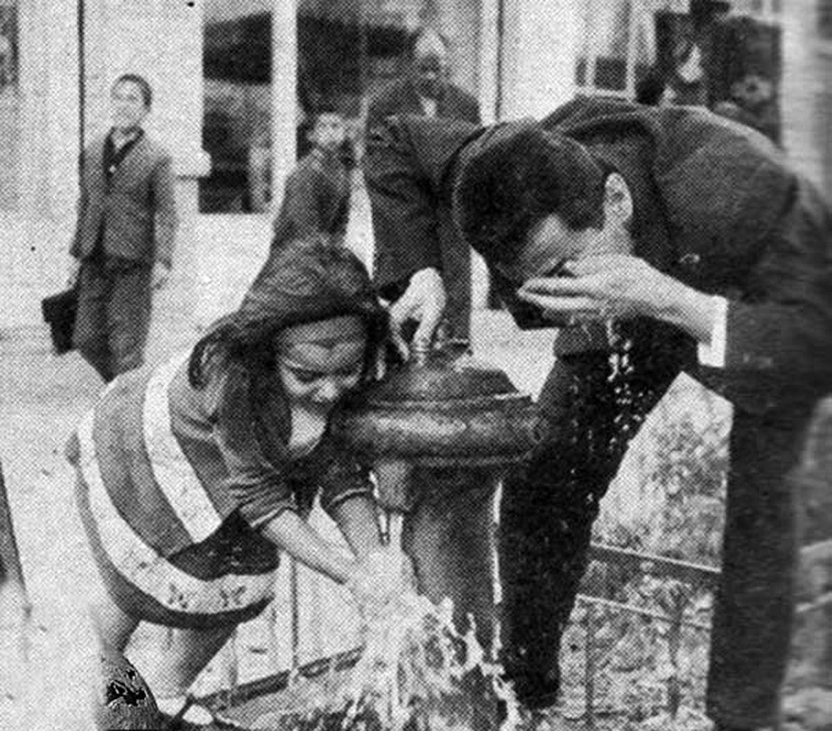 تصویری خاطره انگیز از شیرهای فشاری آب در معابر
