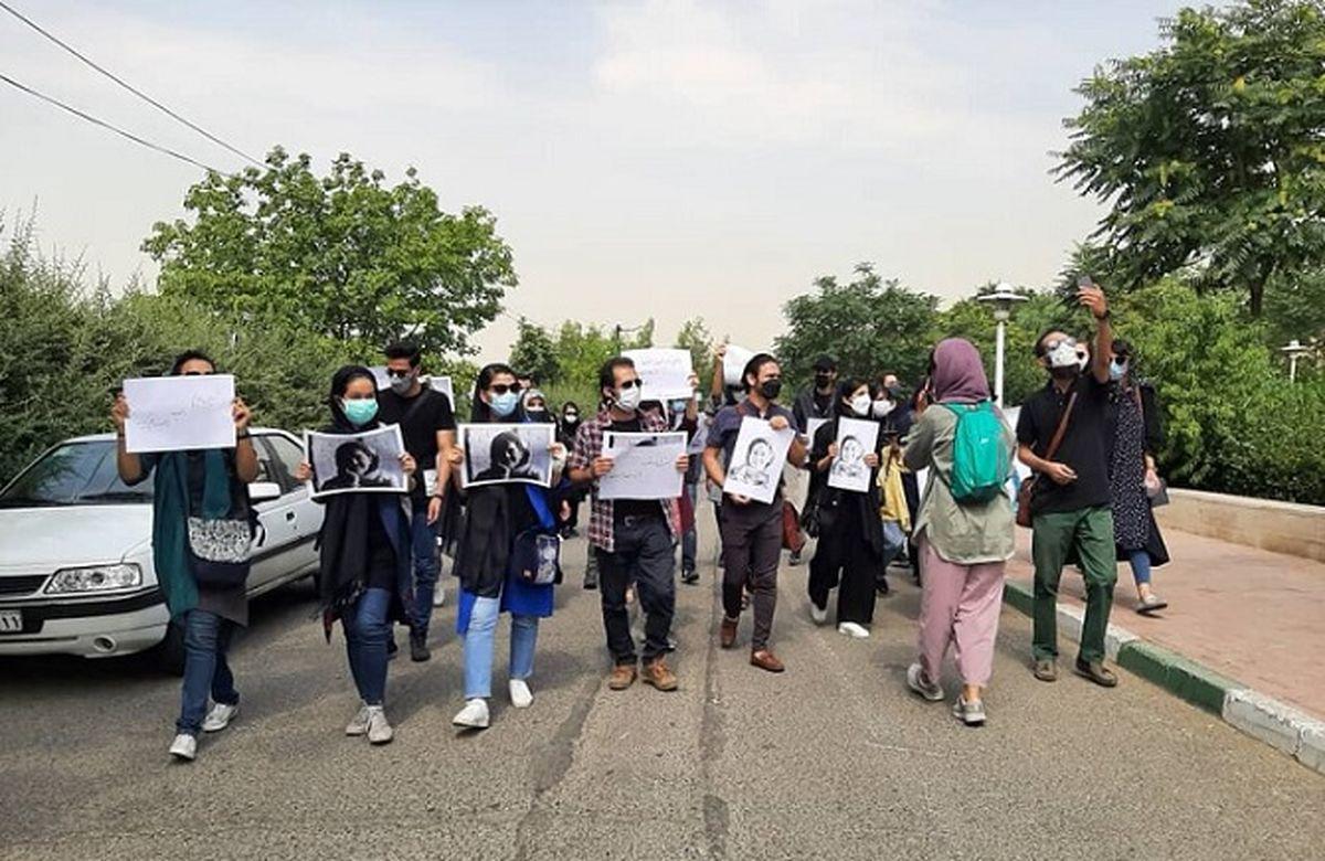 تجمع اعتراضی خبرنگاران خشمگین برای استعفای عیسی کلانتری + جزئیات