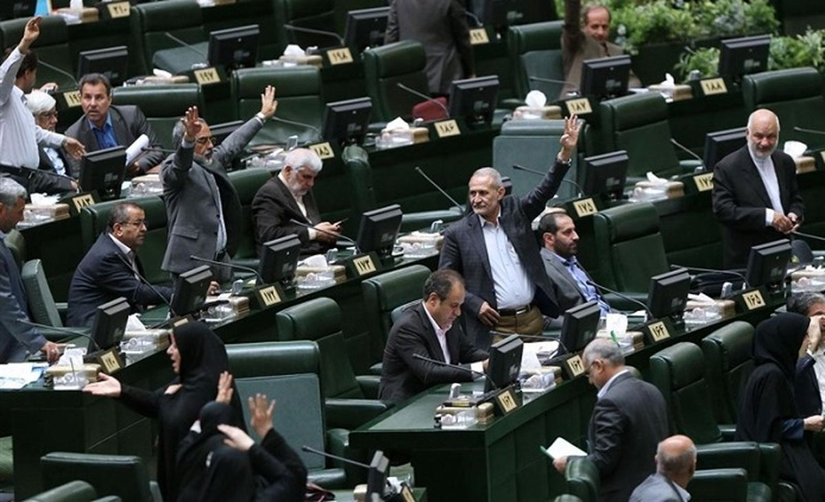 طرح جنجالی در مجلس: ممنوعیت مذاکره مقامات ایرانی با آمریکاییها