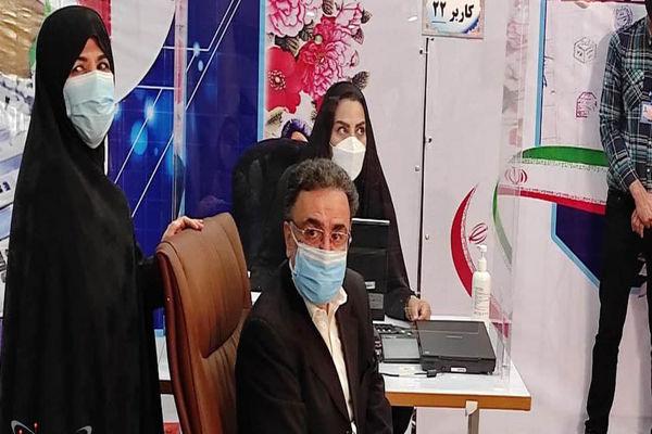 فیلم ثبت نام تاجزاده به همراه همسرش برای ریاست جمهوری