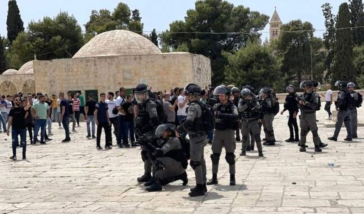 هجوم نظامیان صهیونیست به نمازگزاران در مسجدالاقصی