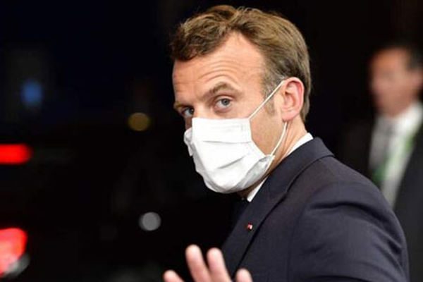 پاره کردن عکس مکرون توسط فرانسویها