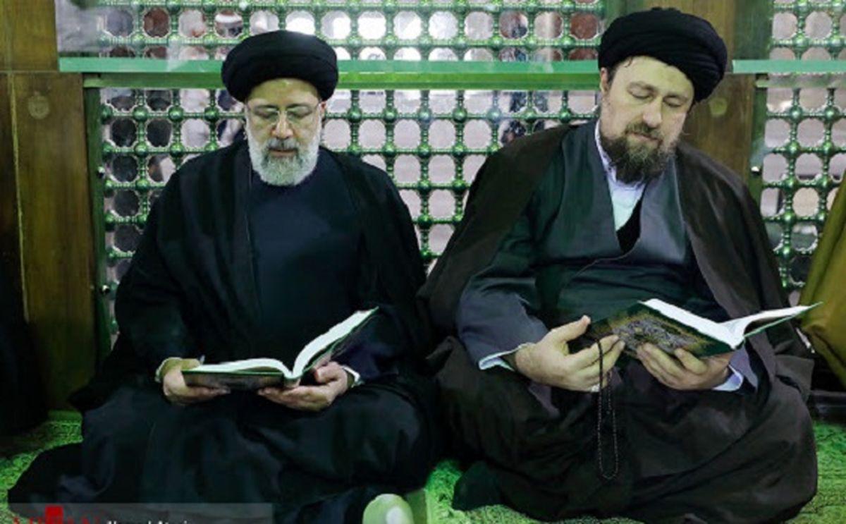 عکس جالب از دست دادن رئیسی و سید حسن خمینی به سبک دوران کرونا