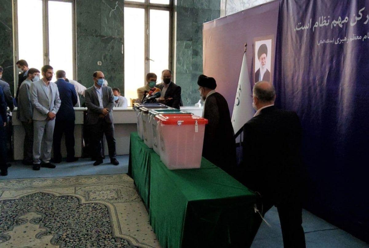 حضور مسئولان و چهرههای سیاسی در انتخابات