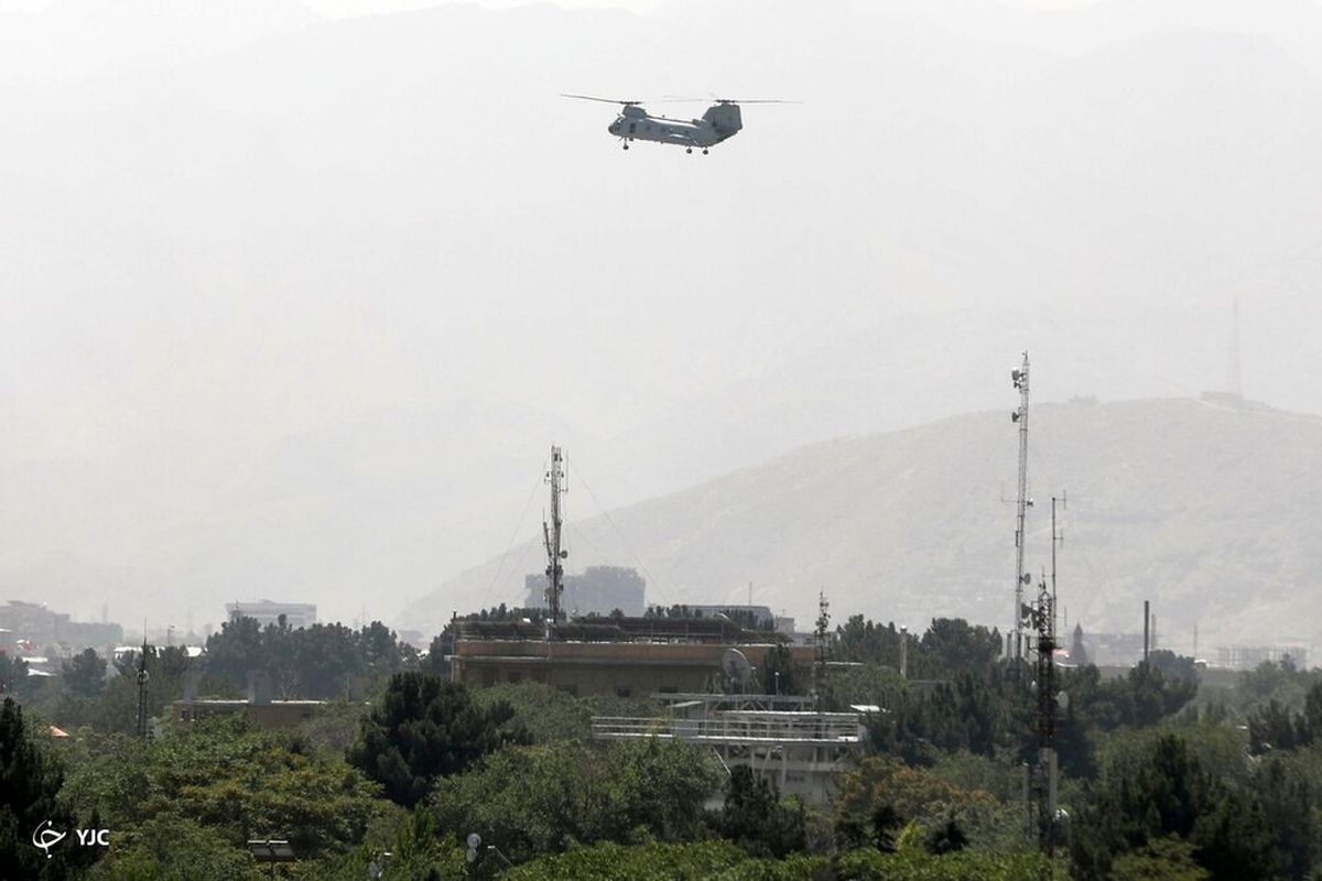 فرود هلی کوپترهای طالبان در ورزشگاه پنجشیر