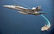 لحظه پرواز جنگنده اف 18 از روی ناو/عکس