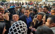 سلفی مردم تهران با احمدی نژاد/عکس