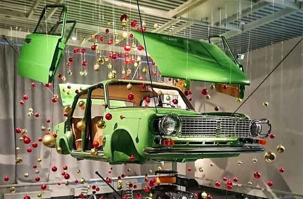 تصاویر / نخستین مدل اتومبیل لادا با تزئین کریسمس